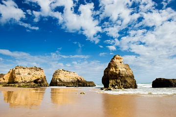 Portugal, Praia do Rocha - Algarve - limestone beach van Lars Scheve