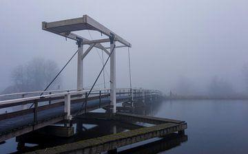 Brug in de mist von Bram Kool