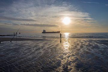 Tegenlicht op een Zeeuws strand von Marcel Klootwijk
