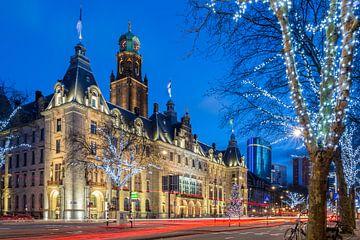 Stadhuis Rotterdam in blauwe uur