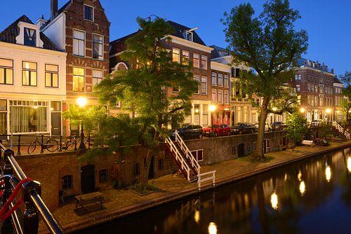 Oudegracht in Utrecht tussen Geertebrug en Vollersbrug von