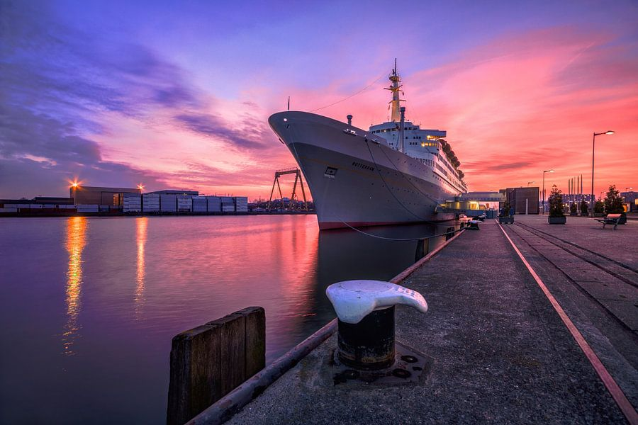 SS Rotterdam sunset van Dennis Vervoorn