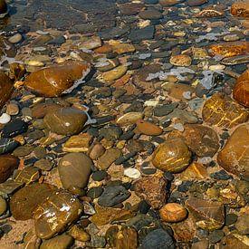 stenen in water van Corrie Ruijer