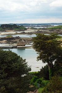 Oude watermolen op Ile de Brehat in Bretagne van