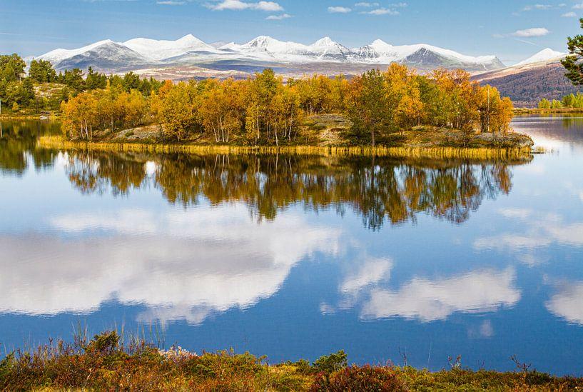 Eiland in meer van Johan Zwarthoed