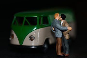 Miniaturen, homo kussen na een ontmoeting in het donker van J..M de Jong-Jansen