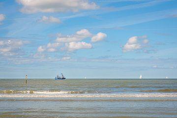 Vissersboot op de zee van Johan Vanbockryck
