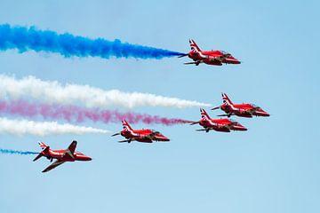 Red Arrows met rode, witte en blauwe rook von Wim Stolwerk