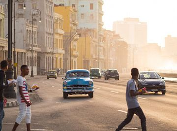 Zonsondergang aan de Malecón in Havana, Cuba van Teun Janssen