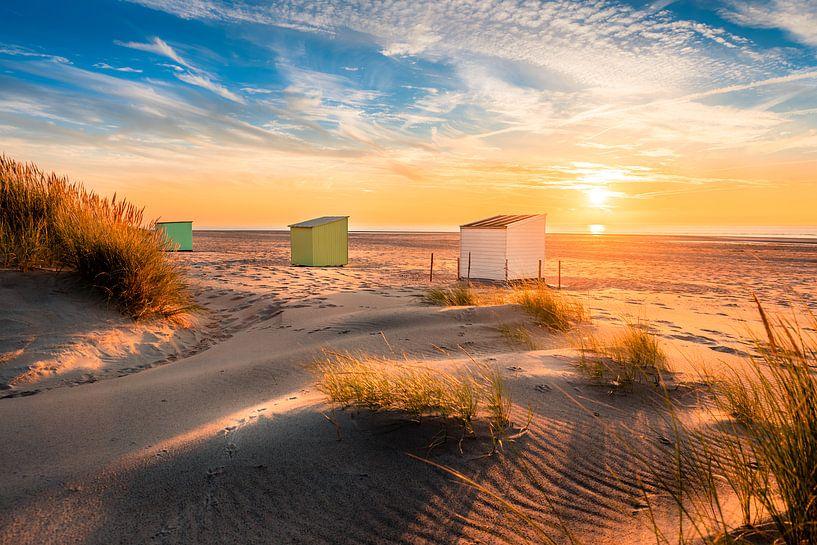 Drie huisjes op het strand van Oostkapelle van Alexander Mol