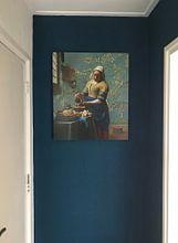 Klantfoto: Het melkmeisje met Amandelbloesem behang - Vincent van Gogh - Johannes Vermeer van Lia Morcus, op aluminium
