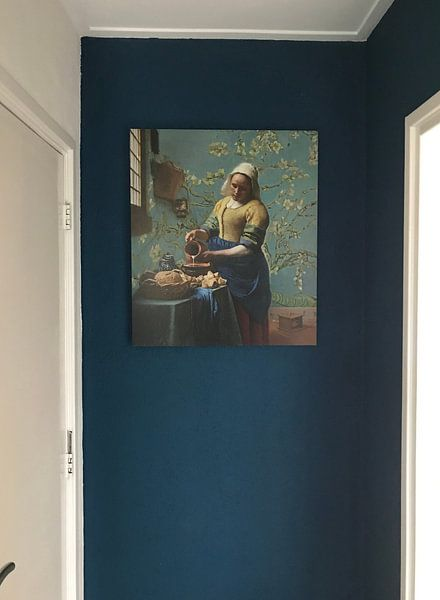 Klantfoto: Het melkmeisje met Amandelbloesem behang - Vincent van Gogh - Johannes Vermeer van Lia Morcus
