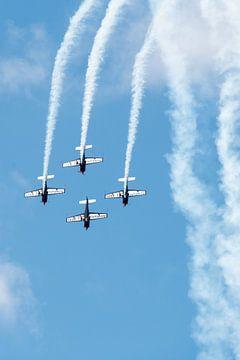 Blades aerobatic team in een duikvlucht van Wim Stolwerk