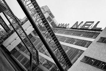 Zwart-wit foto van de Van Nellefabriek in Rotterdam von Mark De Rooij