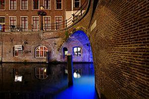 Stadhuisbrug over de Oudegracht in Utrecht met Trajectum Lumen lichtkunstwerk van Har Hollands