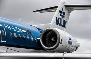 KLM Fokker 70 op Schiphol van