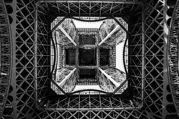 Eiffeltoren van onderaf van Davey Poppe