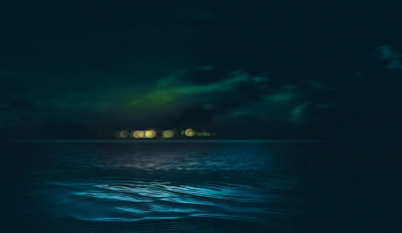 Night floating lights above the horizon van Adrien Hendrickx