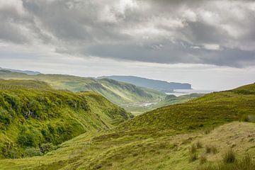 Uitzicht over het eiland Skye van Tim Vlielander