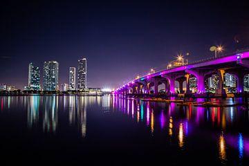 MacArthur Causeway Bridge Miami van Charles Poorter