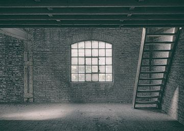 Verlaten plekken: Sphinx fabriek Maastricht zolder. van Olaf Kramer