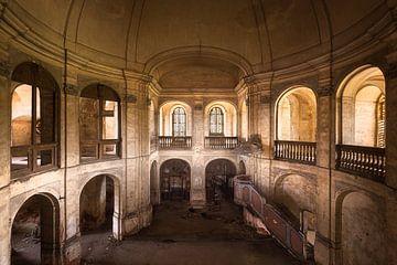 Église abandonnée. sur Roman Robroek