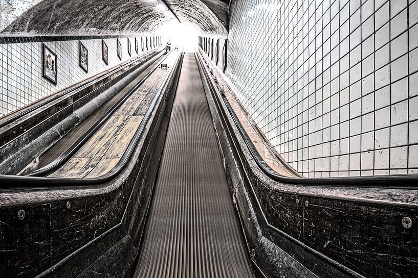 Urban Rush Antwerpen, part II: The Escalator van juvani photo