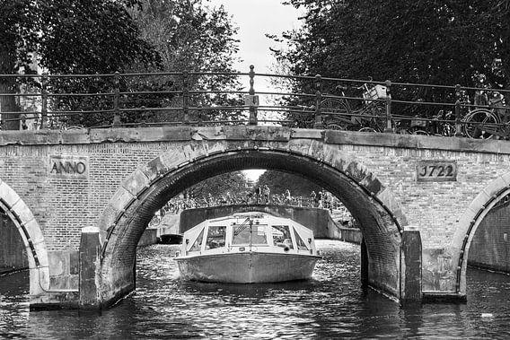 Amsterdam rondvaart brug  van Dennis van de Water