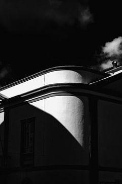 Architectuur schaduw licht spel van Jan Brons