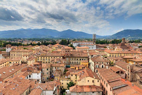 Lucca stadsgezicht van Dennis van de Water