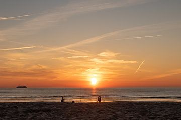 Sonnenuntergang in Katwijk aan Zee von Visualsbylusanne