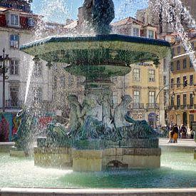 Lissabon: Fontein op het Rossio (Praça de D. Pedro IV) van Berthold Werner