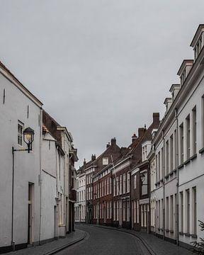 Historische straat in Bergen op Zoom sur Kim de Been