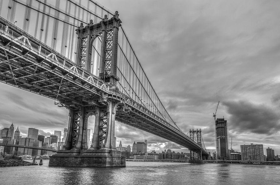 Manhattan Bridge in zwart wit van Rene Ladenius