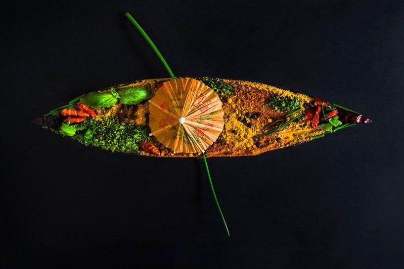 Oosters bootje vol kruiden en specerijen, boat of spices and herbs van Corrine Ponsen