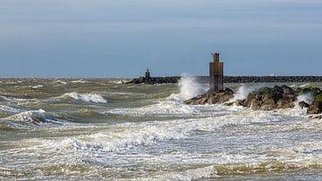 Storm aan de kust, op 2e paasdag  van Bram van Broekhoven