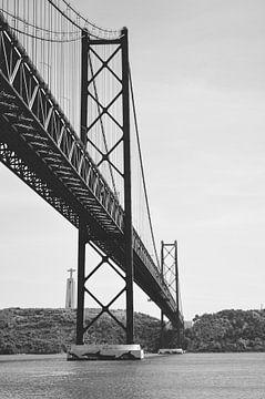Brücke Ponte abril 25 von Eline Slijkhuis
