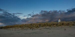 Vuurtoren Noordwijk met wegtrekkende bewolking