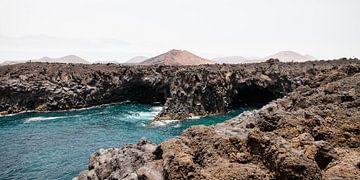 Los Hervideros kustlijn met lavagrotten Lanzarote van Ramona Stravers