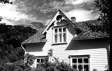 Huis in de zon in Noorwegen van Rob van Dam