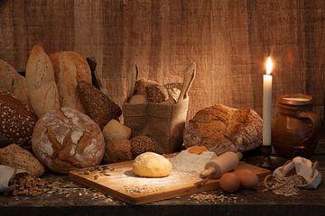 Sfeervolle plaat van diverse soorten brood van Henny Brouwers