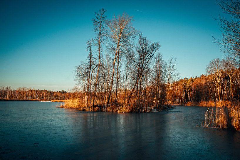 Sonnenaufgang an einer Teichlandschaft von Tobias Reißbach