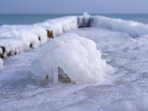 Ice-covered Groins van