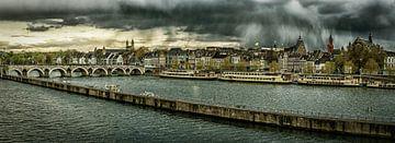 Maastricht - Mestreech met dreigende wolken, bewerkt I van Teun Ruijters