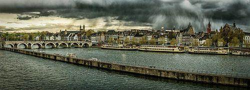 Maastricht - Mestreech met dreigende wolken, bewerkt I