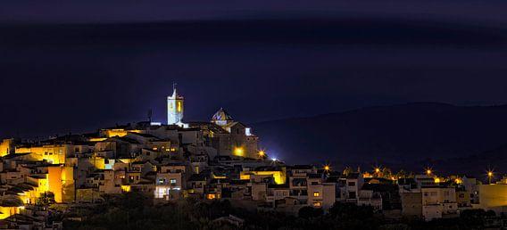 Benitachell Spanje bij nacht van Peter Bolman