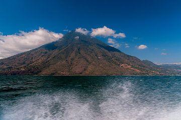 Guatemala: Meer van Atitlán van Maarten Verhees