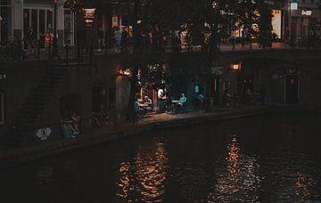 Oudegracht in Utrecht op een zomeravond van Bart van Lier