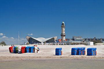 Leuchtturm und Teepott in Warnemünde von Rico Ködder
