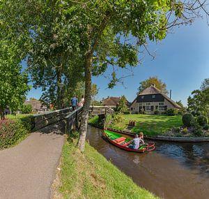 Huizen met rieten dak aan een kanaal, Giethoorn,  Overijssel van